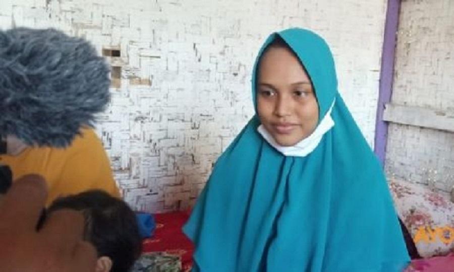 Siti Zainah saat diwawancara awak media di rumahnya. (Istimewa)