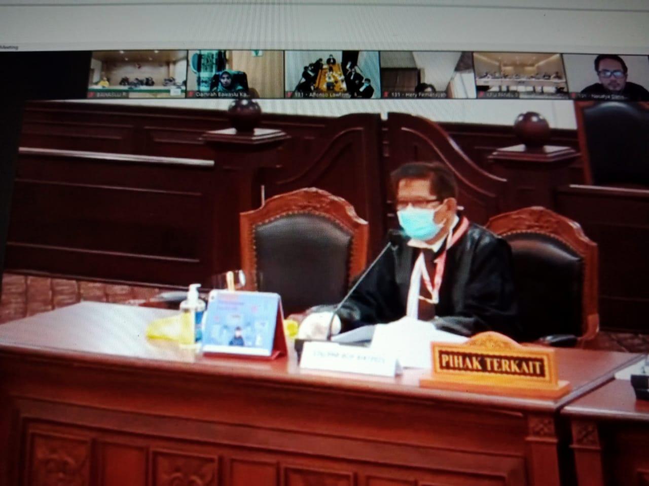 Kuasa hukum IDP-Dahlan, Sukirman Aziz, saat menyampaikan eksepsi di MK, Kamis (4/2/2021). (NTB News)