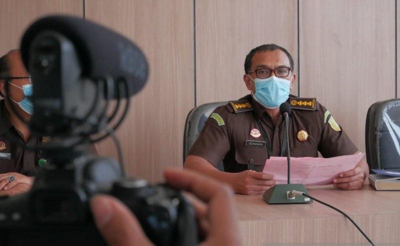 Aspidsus Kejati NTB Gunawan Wibisono dalam konferensi pers penetapan tersangka kasus korupsi jagung tahun anggaran 2017 di Gedung Kejati NTB, Selasa (9/2/2021). (Antara)