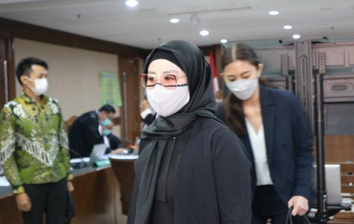 Iis Rosita Dewi sebagai istri mantan Menteri KKP Edhy Prabowo hadir dalam sidang di Pengadilan Tindak Pidana Korupsi (Tipikor) Jakarta, Rabu (17/3/2021). (Antara/Desca Lidya Natalia)