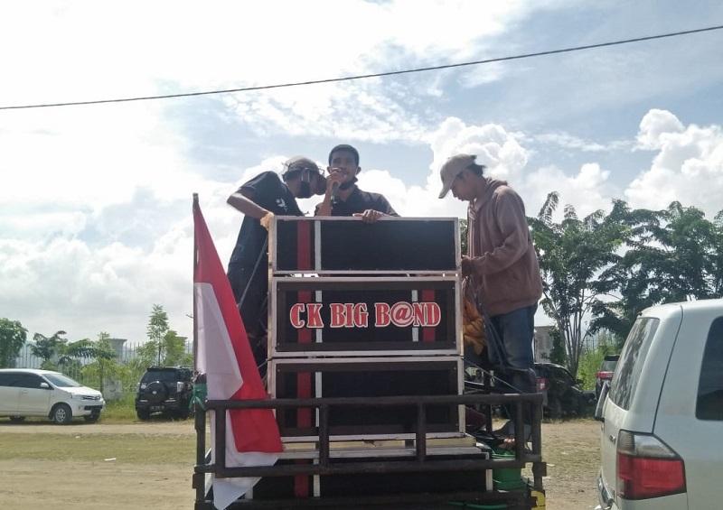 Pengunjuk rasa dari Jaringan Intelektual Nusantara melakukan aksi di depan Kantor Dinas Kesehatan Kabupaten Bima. (Ntb News/Arif Sofyandi)