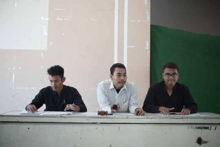 Pemuda dan Tokoh Intelektual Kecamatan Woha, Indra Darmawansyah (tengah). (Istimewa)